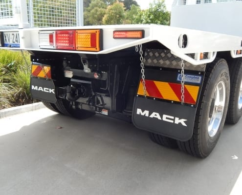 Mack, flat tray, 19 tonne tow kit, pintle,